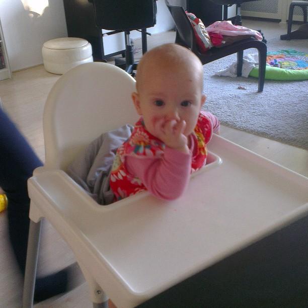 Nova in de kinderstoel!!