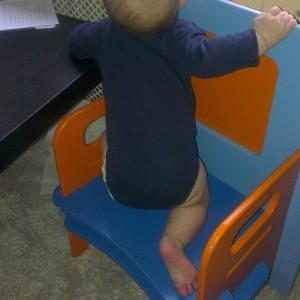 Ik ben 6 maanden oud en ik klim zelf al op stoelen. Binnenkort neem ik mijn eerste vriendje mee naar huis, rijd ik brommer en ga ik op kamers…