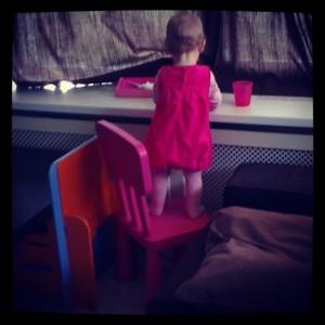 De roze klimgeit! Had eerst zelf de stoel die kant opgeschoven.