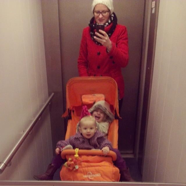 Selfie plus 2 in de lift. Wat nou duowagen? Gaat toch prima zo?