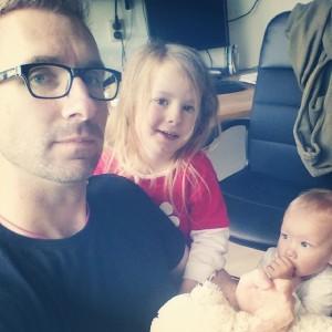 Papa heeft een nieuwe ketting gekregen van Lyse. Nova heeft zo haar bedenkingen…