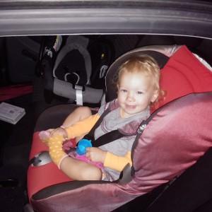 Voor het eerst in de grote kinderautostoel!!