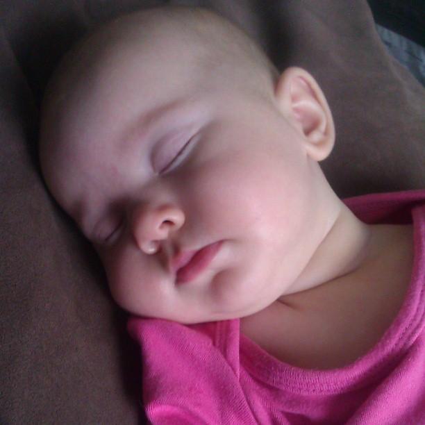 Maar slapen kan op zoveel plekken. Lekker snoetje.